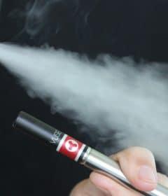 Comment la cigarette électronique aide à l'arrêt du tabac.